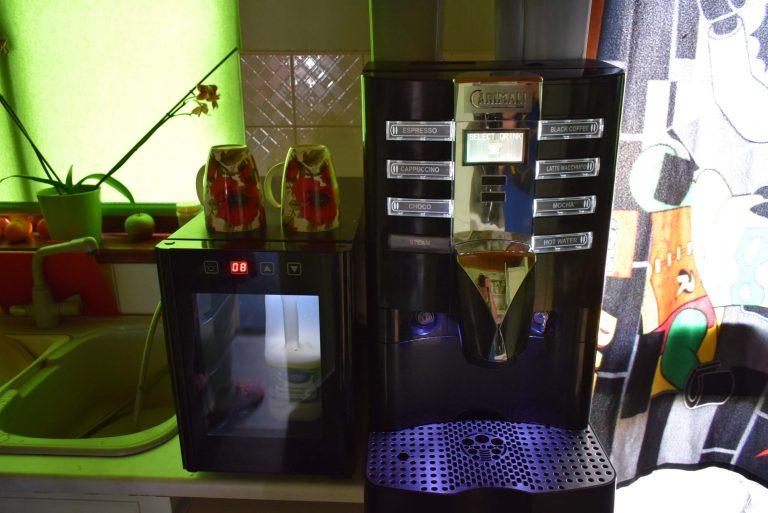 Commercial bean to cup coffee machine CARIMALI ARMONIA SELF LM & Milk Fridge